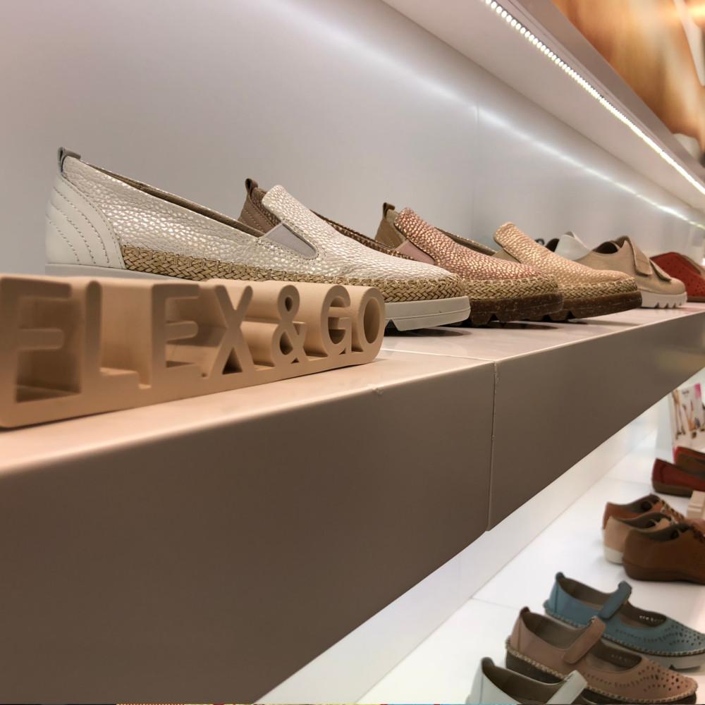 Dei corda aos sapatos em Milão Cristina Amaro